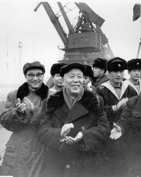 1984 年春节期间,作者随万里在胶东半岛慰问海军某部指战员