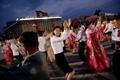 朝鲜举行文艺汇演 庆祝七大圆满闭幕