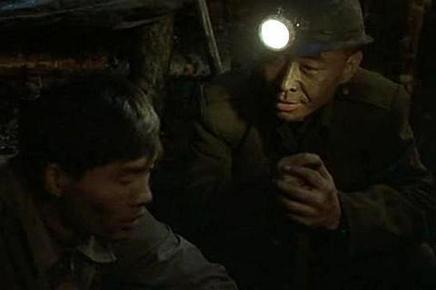 """【内蒙""""盲井""""案】骨灰被冲进马桶 煤矿职员参与诈骗"""