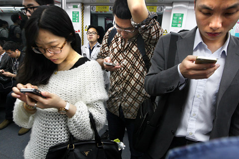地区间有什么是比较平等的?答:手机上网