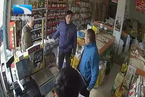 """自称""""依法抢劫"""" 湖北黄冈一食药监执法者被停职"""