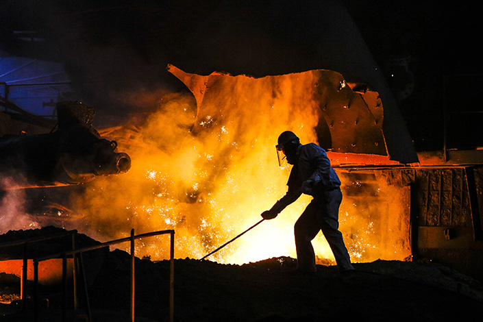 A steelworker labors in a steel factory in Lianyungang, Jiangsu province, on June 9. The Chinese goverment has said it will close all substandard steel makers by the end of June. Photo: IC
