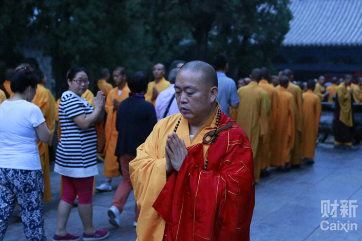 Hundreds of monks at the Shaolin Monastery, under the guidance of abbot Shi Yongxin, pray on Aug. 14, 2015, for those killed and wounded in the Port of Tianjin explosions. Photo: Chen Liang
