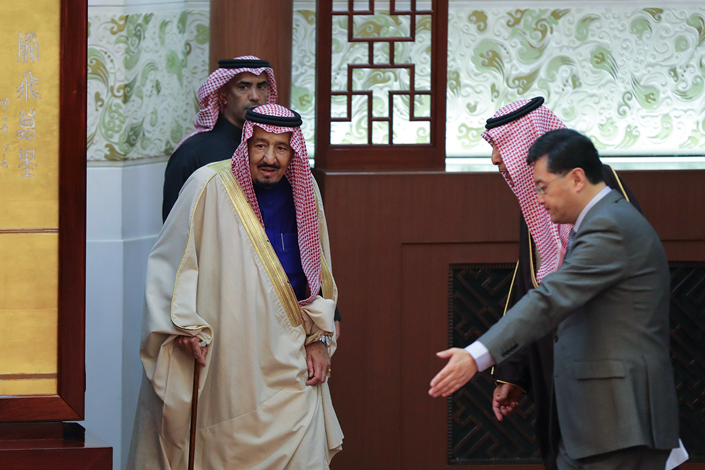 Saudi Arabia's King Salman bin Abdulaziz Al-Saud (center) attends a signing ceremony at the Great Hall of the People in Beijing, China, on March 16. King Salman is in China on a state visit from March 15-18. Photo: IC
