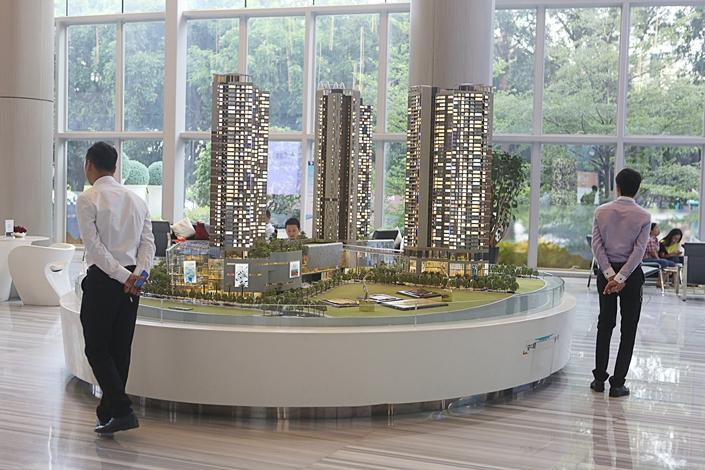 Apartment models are displayed at a real estate sales center in Shenzhen, Guangdong province, in June 2015. The central bank raised the rates of its open market operations on Thursday to contain rising housing prices. Photo: Visual China