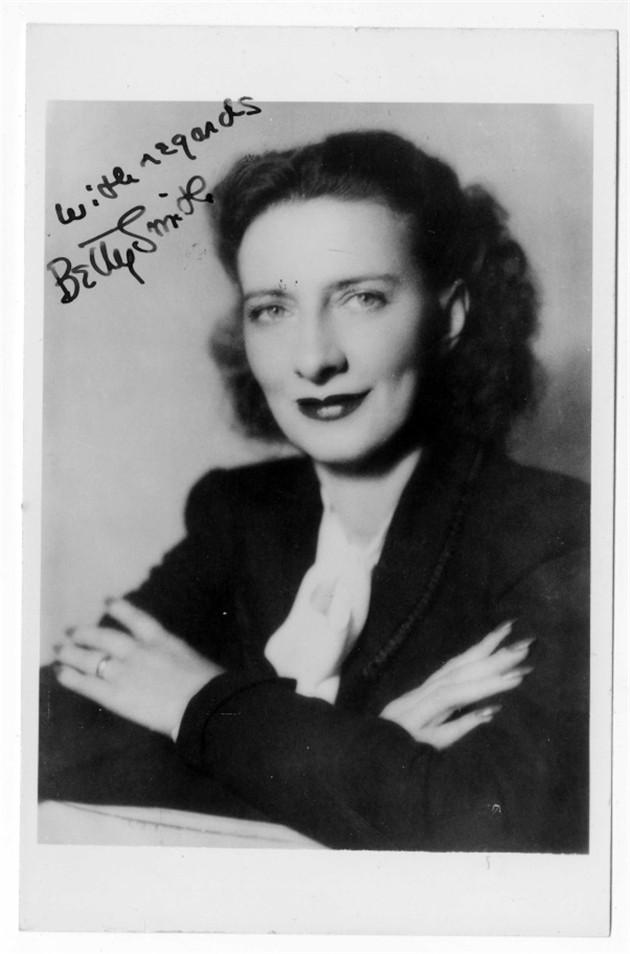 《布鲁克林有棵树》的作者史密斯为她的大多数粉丝回了信,甚至根据他们的要求把亲笔签名的照片送给他们