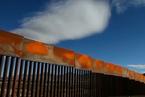 美墨边境墙标准:抗凿难爬颜值高