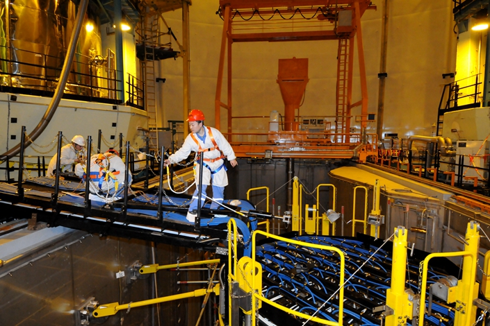 Chinese technicians lay cables on a nuclear reactor at the Fangchenggang Nuclear Power Plant in Fangchenggang, the Guangxi Zhuang autonomous region, on Jan. 16, 2015. China National Nuclear Corp. and China Nuclear Engineering & Construction Corp., two of China's largest nuclear companies, plan to merge. Photo: IC