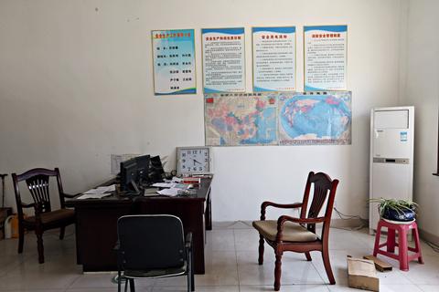 02. 苏银霞和其子于欢被催要欠款时所在的办公楼一楼接待室。