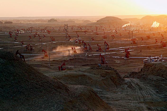 A China Petroleum Oilfield operating area in Xinjiang,on Nov. 2, 2013. Photo: Visual China