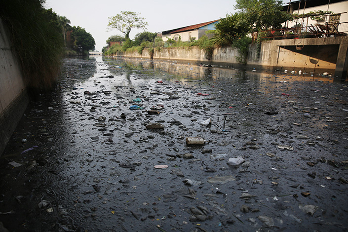 Hundreds of thousands of tons of raw sewage are dumped into waterways every day in Guangdong province, government inspectors have found. Polluted water flows through Zhongshan, Guangdong, in October 2015. Photo: Visual China