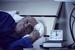 调查显示超六成美国人因财务状况难以入睡