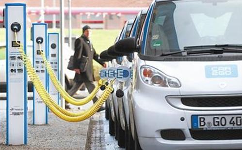 柏林的共享电动汽车的充电桩-无人驾驶共享电动汽车出行不是梦高清图片