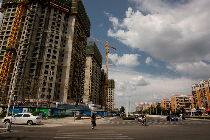 Housing construction is visible in the Tongzhou district of southeast Beijing in August 2015. The district said Tuesday it will form a joint working group with two nearby cities — the Wuqing area in Tianjin and Langfang in Hebei province — to crack down on property speculation across the three areas and on real-estate agencies that have been involved in irregular promotional activities. Photo: Visual China