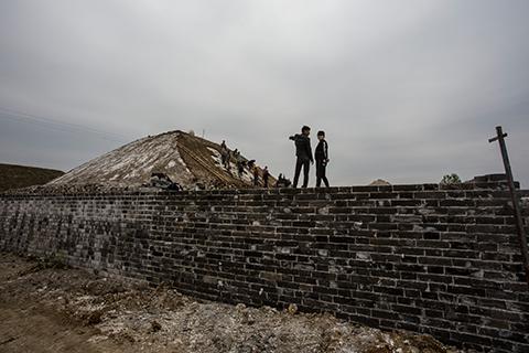 """安徽官方证实明中都东华门遗址维修遭""""野蛮施工"""""""