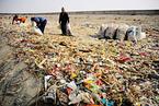 把万吨垃圾倒在长江口