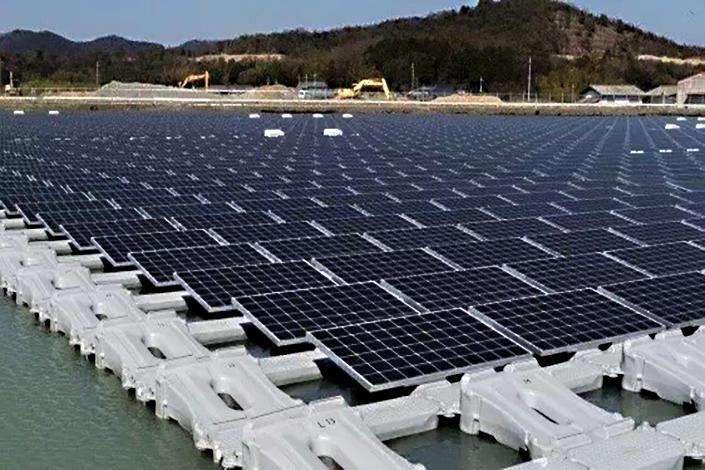 JA Solar's 40-megawatt plant near the city of Huainan, Anhui province, which began operating last month, is the world's largest floating solar plant. Photo: JA Solar