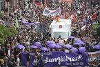 德国汉堡民众持续示威封锁道路 抗议G20峰会