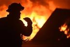 美国加州发生森林火灾 过火面积超过6000英亩