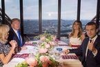 法美两国总统于埃菲尔铁塔共进晚餐