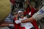 印度一巴士掉入峡谷 至少16名朝圣者死亡