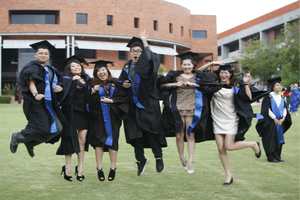 Overseas Chinese Students Spend $56 Billion Annually