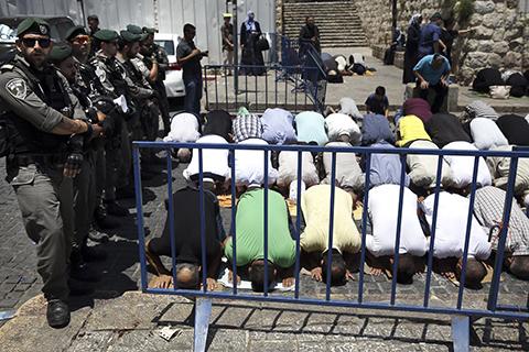 伊犹两教共同圣地是否设安检门争议 引爆巴以新一轮对峙