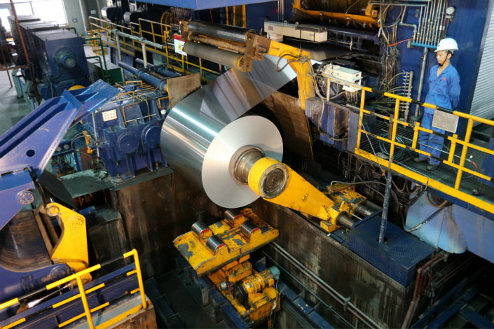 China's Ministry of Commerce has dismissed the U.S.'s preliminary findings that Chinese aluminum foil exporters received state subsidies of 16.56% to 80.97%. Above, a worker mans a Meixin Aluminium Ltd. factory in Anhui province on Aug. 3. Photo: Visual China