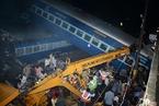 印度北方邦一火车出轨致10人死亡