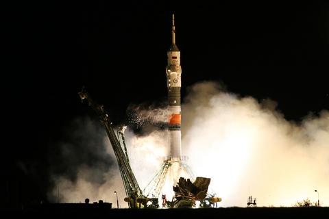 """当地时间2017年9月13日,哈萨克斯坦拜科努尔,搭载国际空间站53/54考察组的""""联盟MS-06""""宇宙飞船从拜科努尔航天发射场升空。东方IC"""