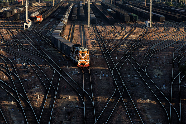 National rail operator China Railway Corp. (CRC) is aiming to shift its entire staff of 2.1 million people and several hundred thousand contract workers to a new corporate entity as part of its planned efficiency overhaul. Photo: Visual China