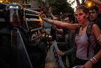 西班牙警方逮捕多名加泰罗尼亚官员压制独立公投 紧绷局势升级