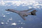 美军轰炸机在朝鲜附近海域活动