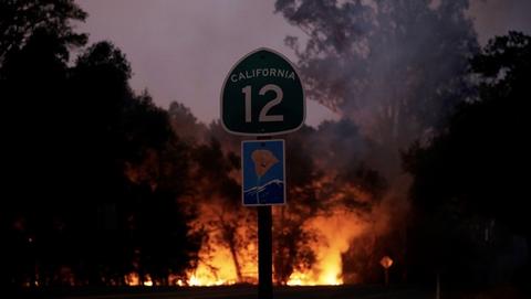 美国加州森林火灾肆虐 已致15人死亡