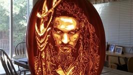 美国南瓜大神推出最新雕刻作品迎万圣节