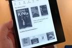 CNBC试用亚马逊最新防水Kindle