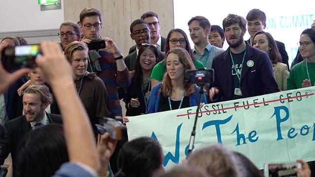 美国重推煤等化石能源 遭观众集体唱歌抗议