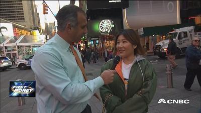纽约时报广场街访:你更看好美股还是比特币?