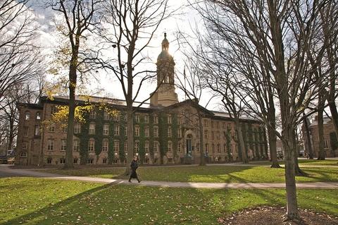 普林斯顿大学校园一景.