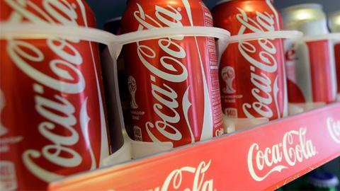 """可口可乐减量提价应对""""糖税"""" 拒绝改变经典配方"""