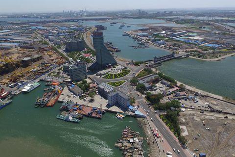 GDP调降3300亿 天津滨海新区为何剧烈挤水分?