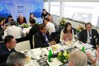 财新午餐会在达沃斯召开 嘉宾共议中外企业如何创造价值