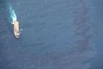 """海洋局官员:""""桑吉""""轮溢油区有燃料油 情况复杂致采油样不易"""