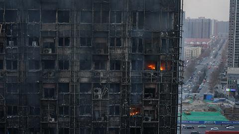 郑州市区一写字楼失火楼面全毁 未有伤亡报告