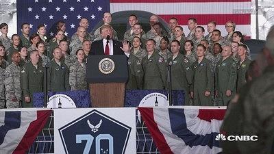 """《华盛顿邮报》:特朗普想举办""""一场盛大的阅兵"""""""