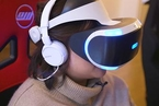 探访纽约VR游戏店  25美金玩半小时