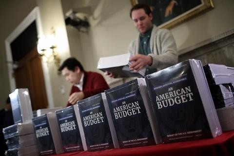 美国政府提交预算案 祭出2000亿美元基建投资计划