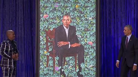 """奥巴马官方肖像画亮相 """"古典+街头""""颠覆传统"""