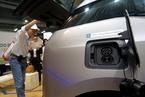 香港拟推行燃油车换电动车 最多减税25万港元