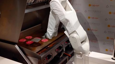 """制作速度太慢 美快餐店内机器人工作一天后遭""""下架"""""""